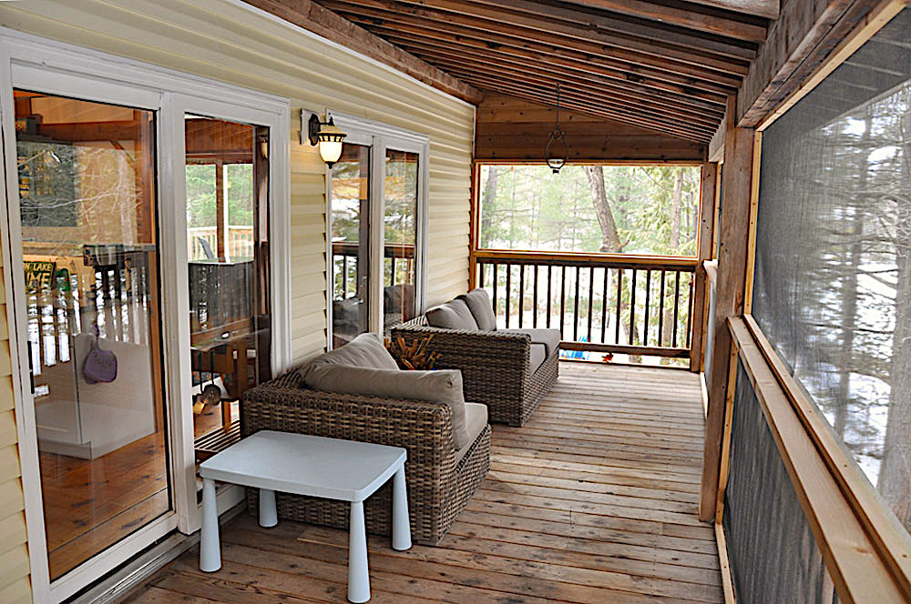 10 Screen-Porch-off-Kitchen---View-1