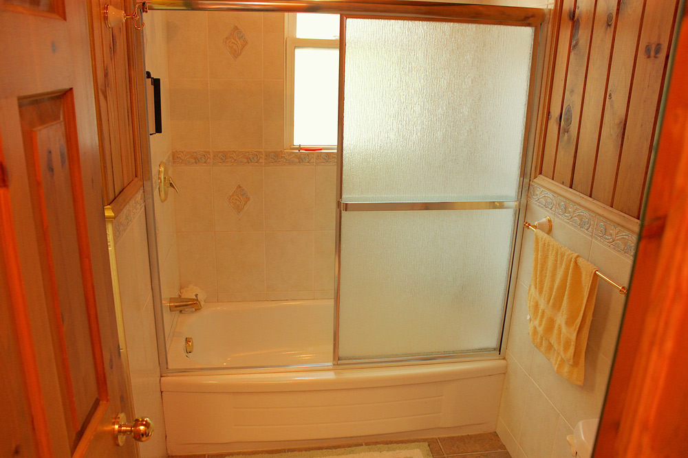 19 Bathroom-Tub-and-Shower