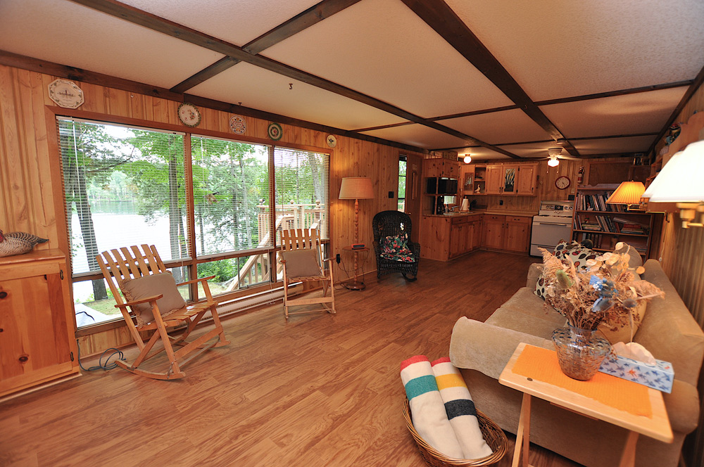 8-Living-room-view-to-the-lake