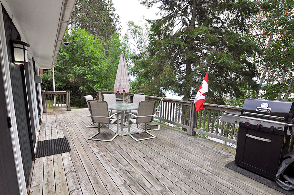 17 Lake-view-deck-with-bbq