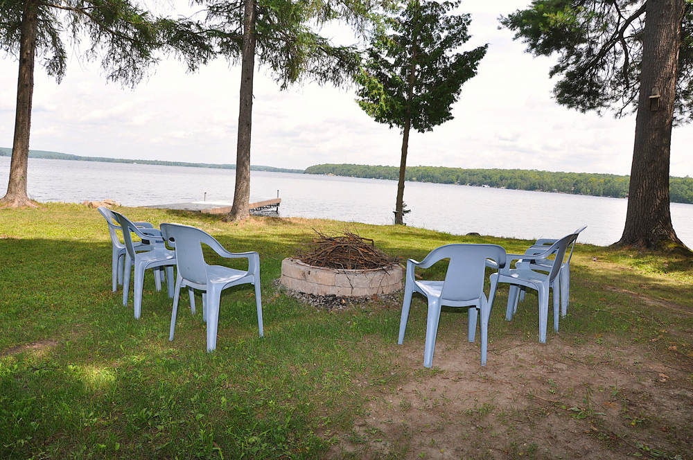 4-Fire-pit-view-to-the-lake