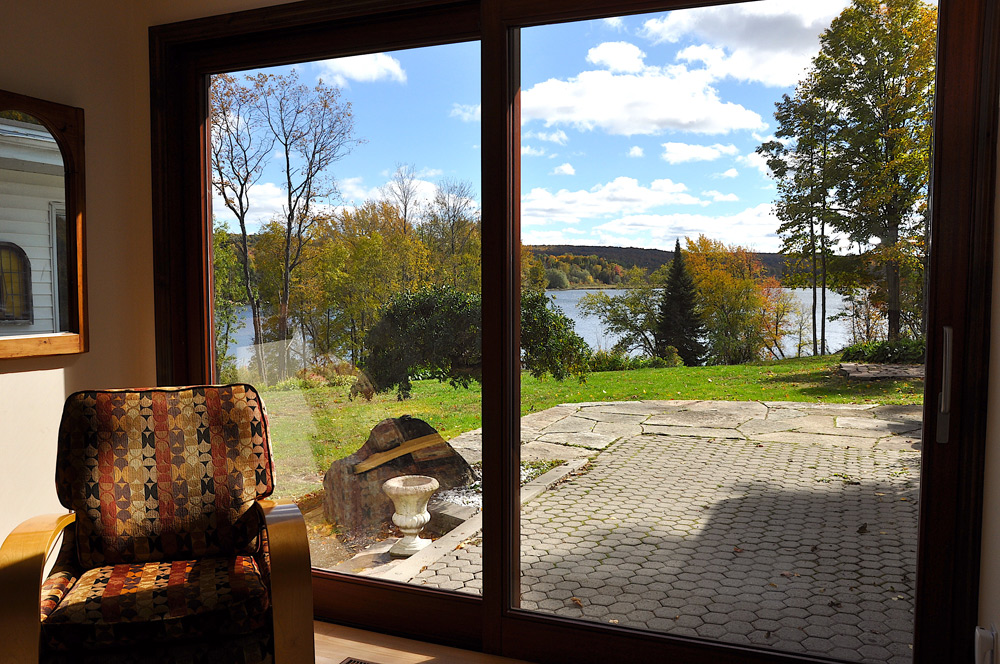 10-View-of-the-lake-from-the-living-room