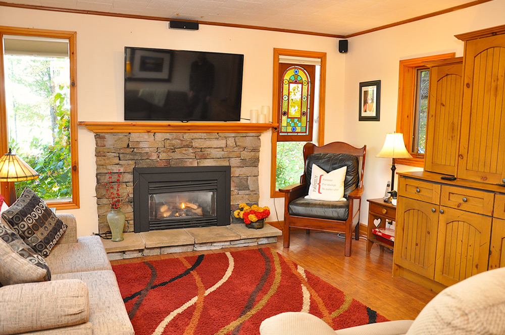 14-Den-with-fireplace-and-TV