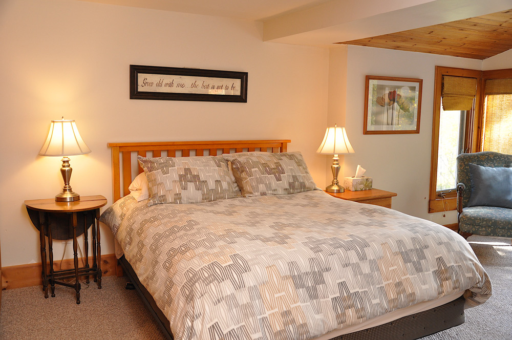 15-Master-Bedroom-Upper-Level---Queen