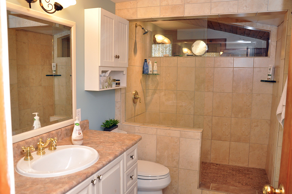 21-Upper-level-Bathroom