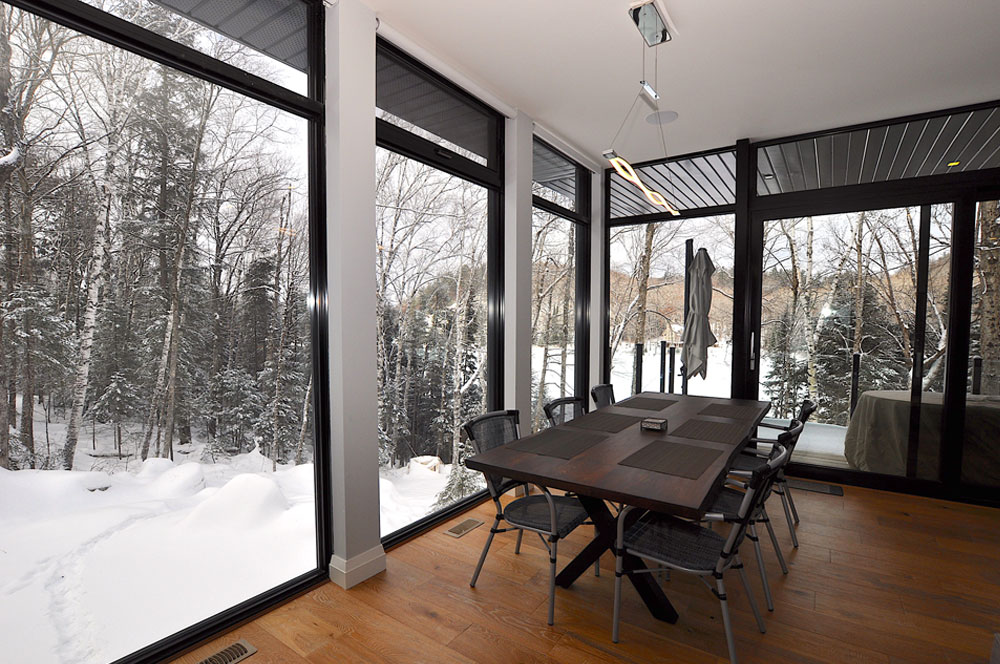 Haliburton Cottage - Growler Lake - Dining area with floor to ceiling windows