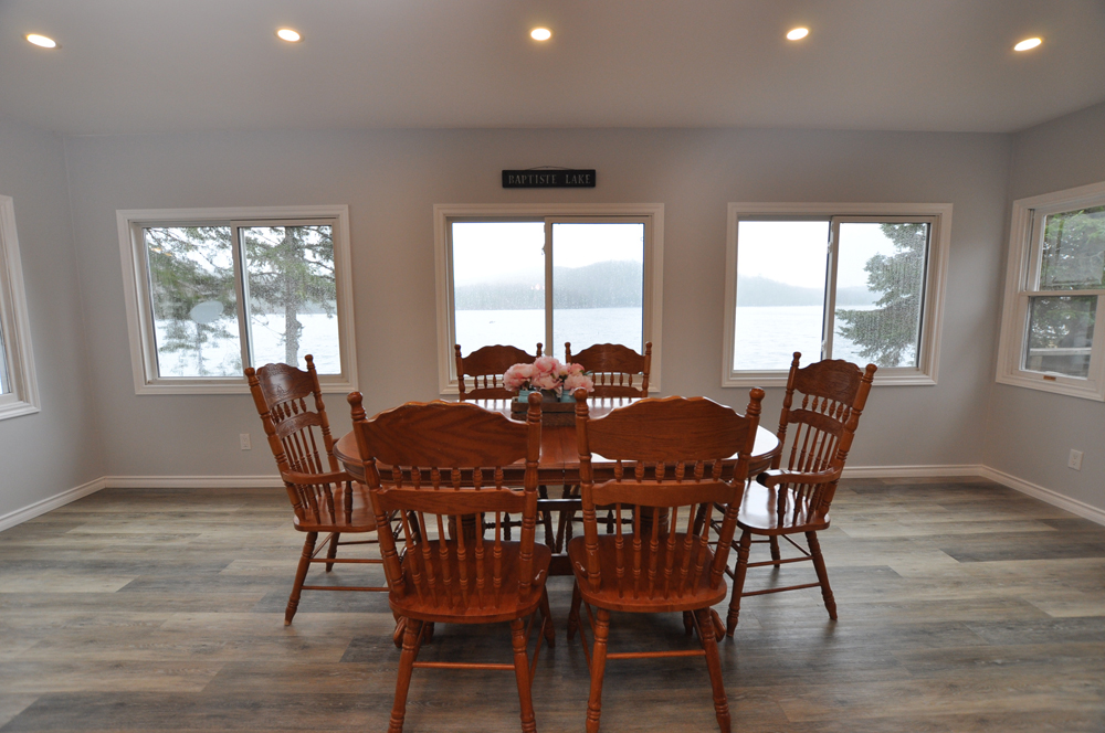 9 Baptiste Lake - Golden Shores - Dining with huge view to the lake