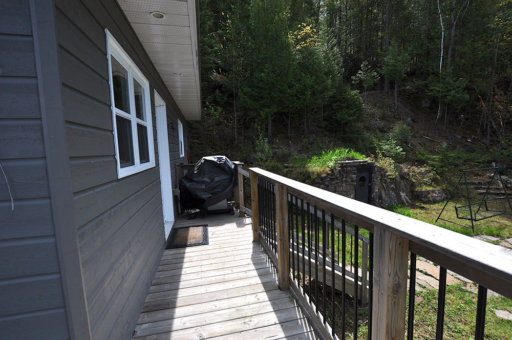 25-Side-deck-with-BBQ-path-to-the-firepit-and-lake