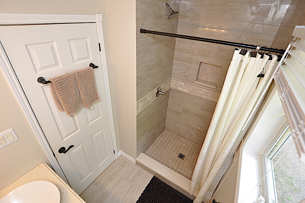 15-Ensuite Bathroom - view of shower stall