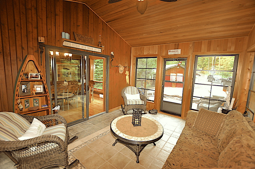 Monmouth Lake Big Cedar Screened In Porch