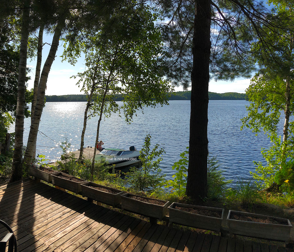 Glamour Lake The Tamarack View-to-the-dock