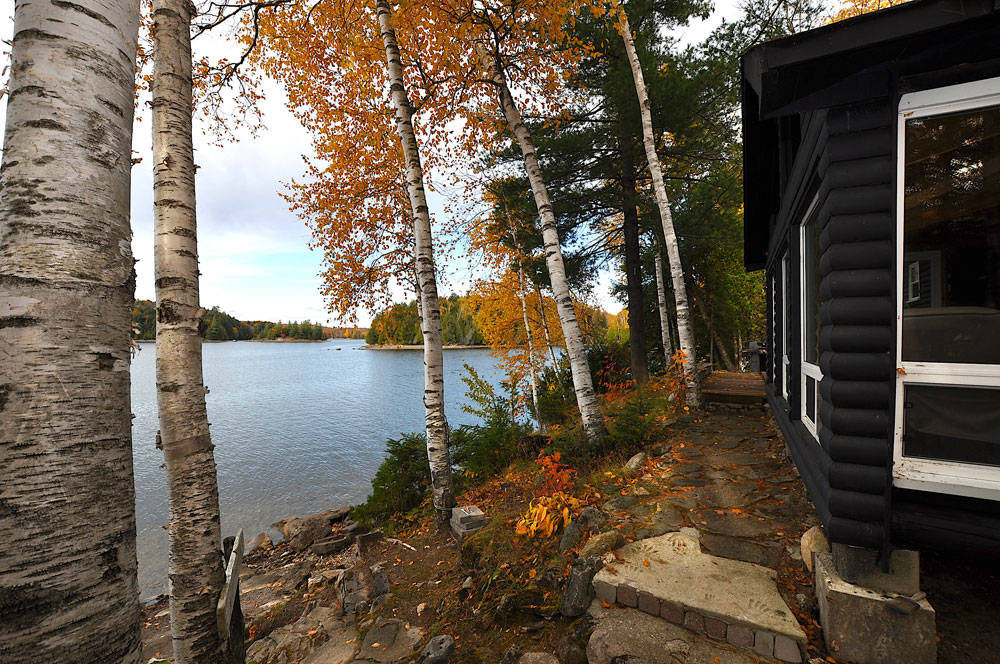 Glamour Lake The Tamarack  Side-view-