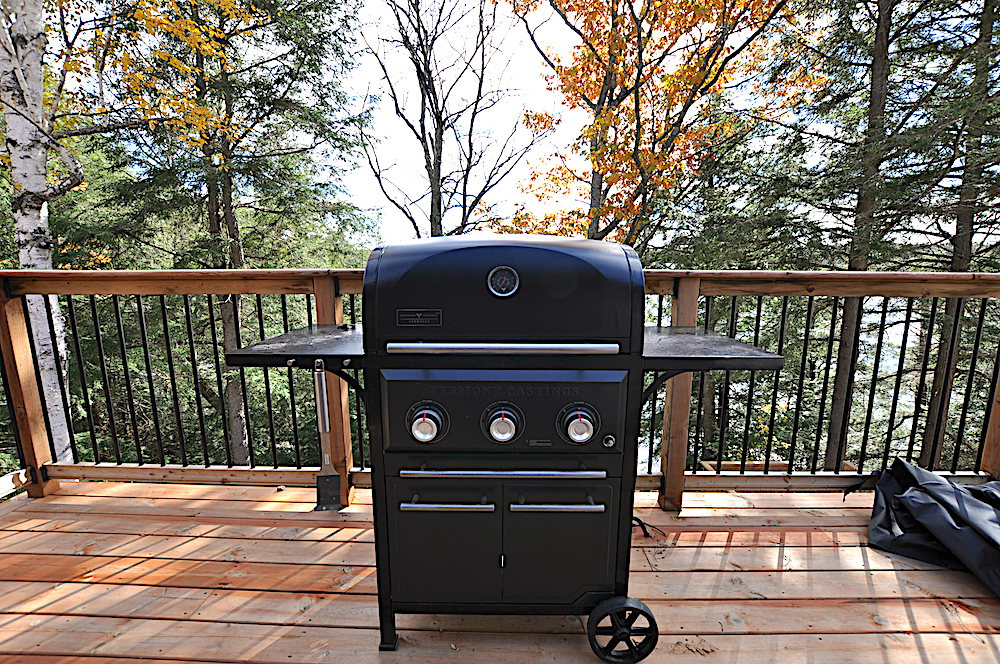 Haliburton Cottage Kennisis Lake Evergreen Terrace - BBQ
