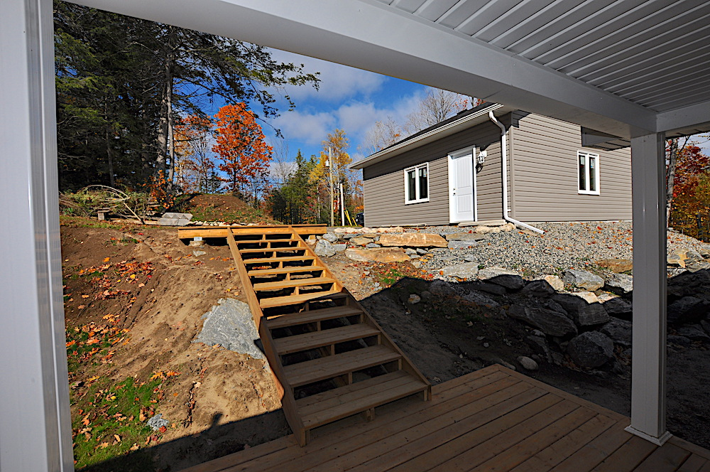 Haliburton Cottage Kennisis Lake Evergreen Terrace - Stairs from front door