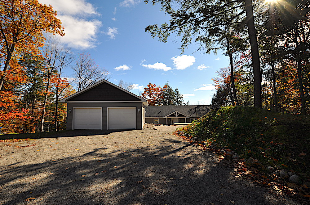 Haliburton Cottage Kennisis Lake Evergreen Terrace - Garage