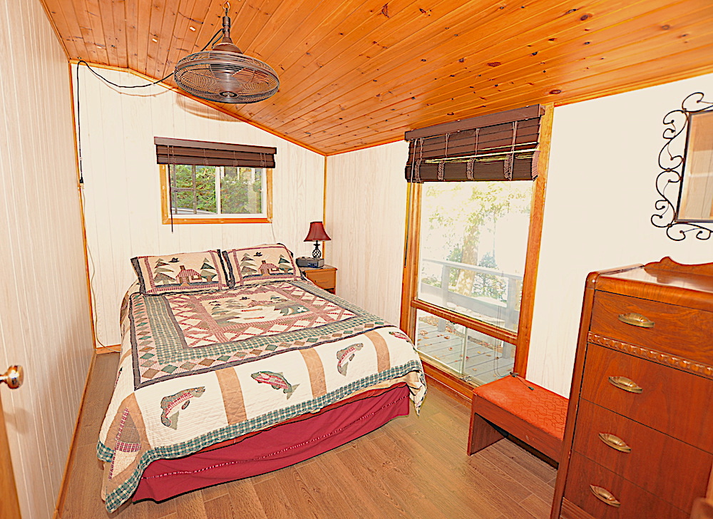 Chandos Lake Blue Heron Bedroom-3