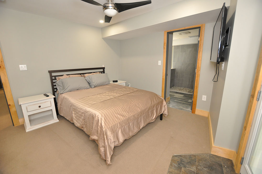 Bentley Lake Edgewater Escape Bedroom-2---walkout--ensuite-