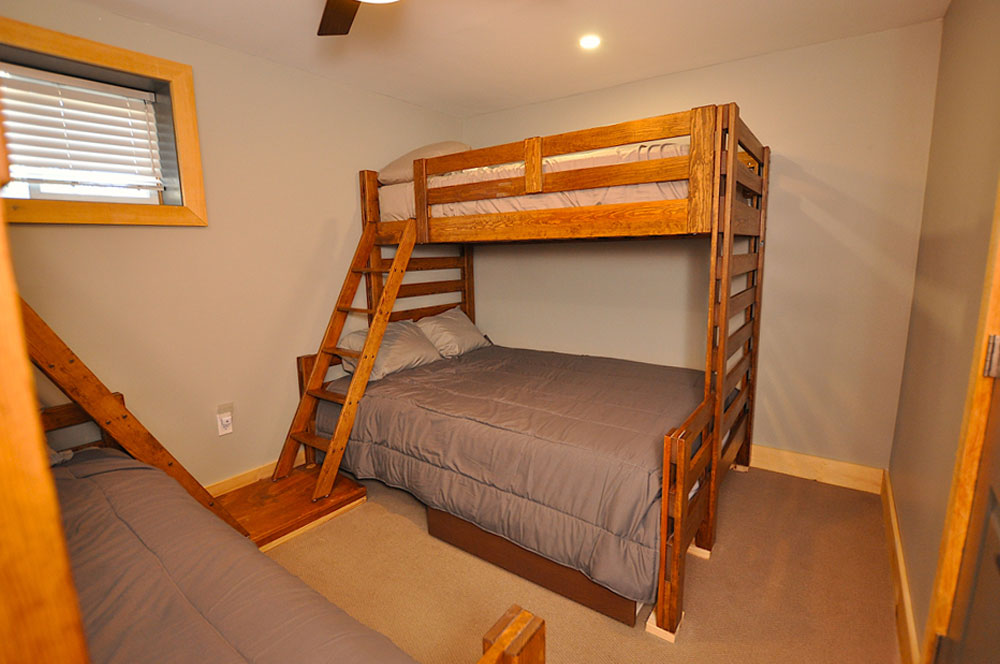Bentley Lake Edgewater Escape  Bedroom-4---queen-single-bunks-view-2