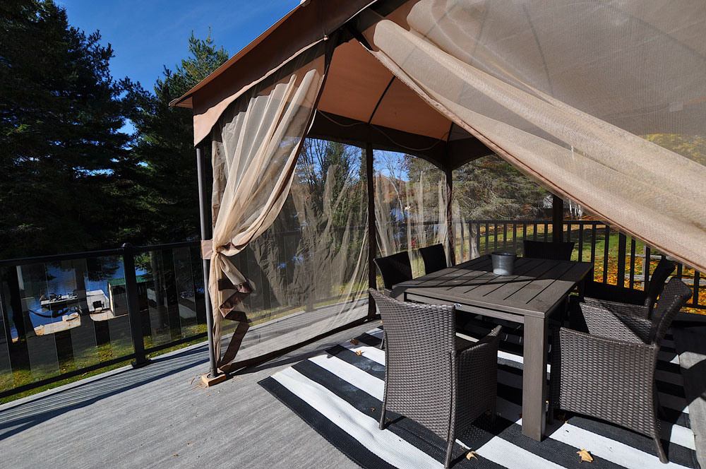 Bentley Lake Edgewater Escape Deck-dining-screen gazebo