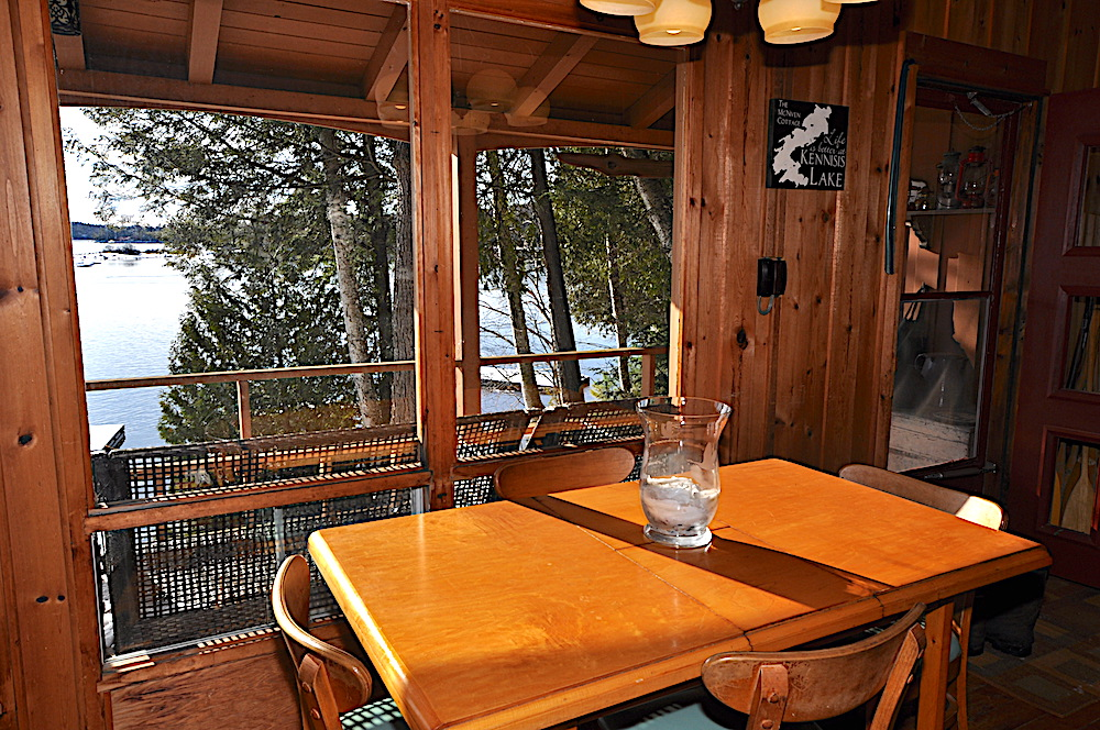 Kennisis Lake - Hideaway Bay - Dining table - extends to seating for 6 with a view to the lake