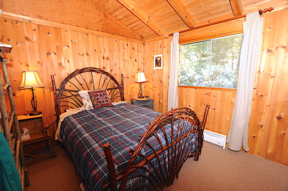 Kennisis Lake - Hideaway Bay - Bedroom 1 - Double Bed