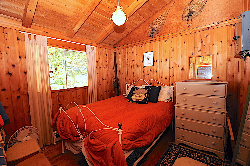 Kennisis Lake - Hideaway Bay - Bedroom 2 - Double Bed