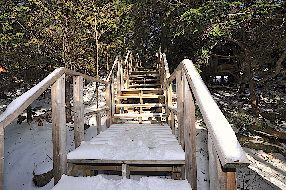 Kennisis Lake - Hideaway Bay - Stairs from Cottage to Parking