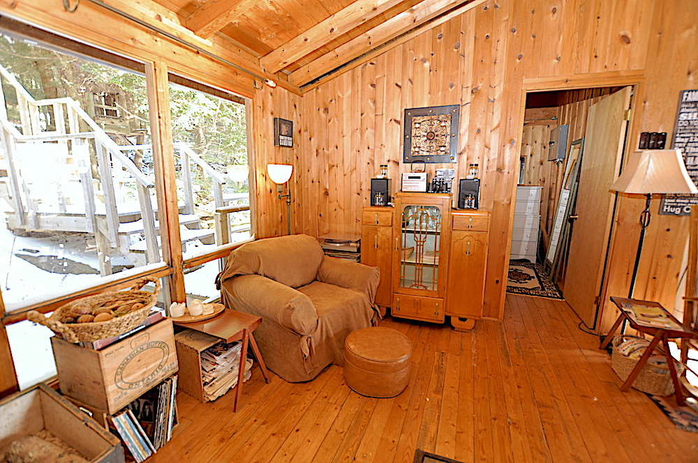 Kennisis Lake - Hideaway Bay - Living room view 3