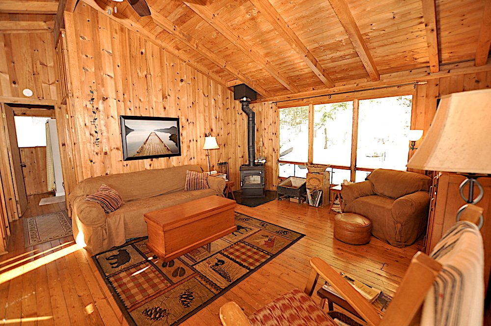 Kennisis Lake - Hideaway Bay - Cozy Living room