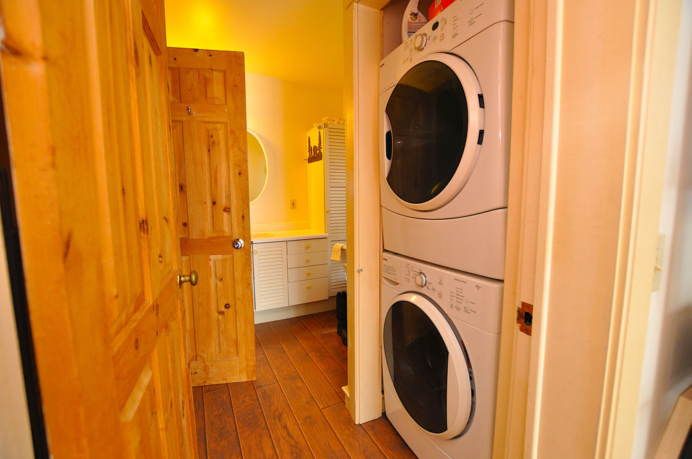 21 Main-floor-laundry-and-bathroom