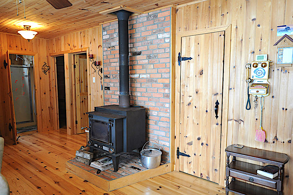 Blue Hawk Lake Blue Bell - Haliburton Cottage - Hallway and Wood Stove