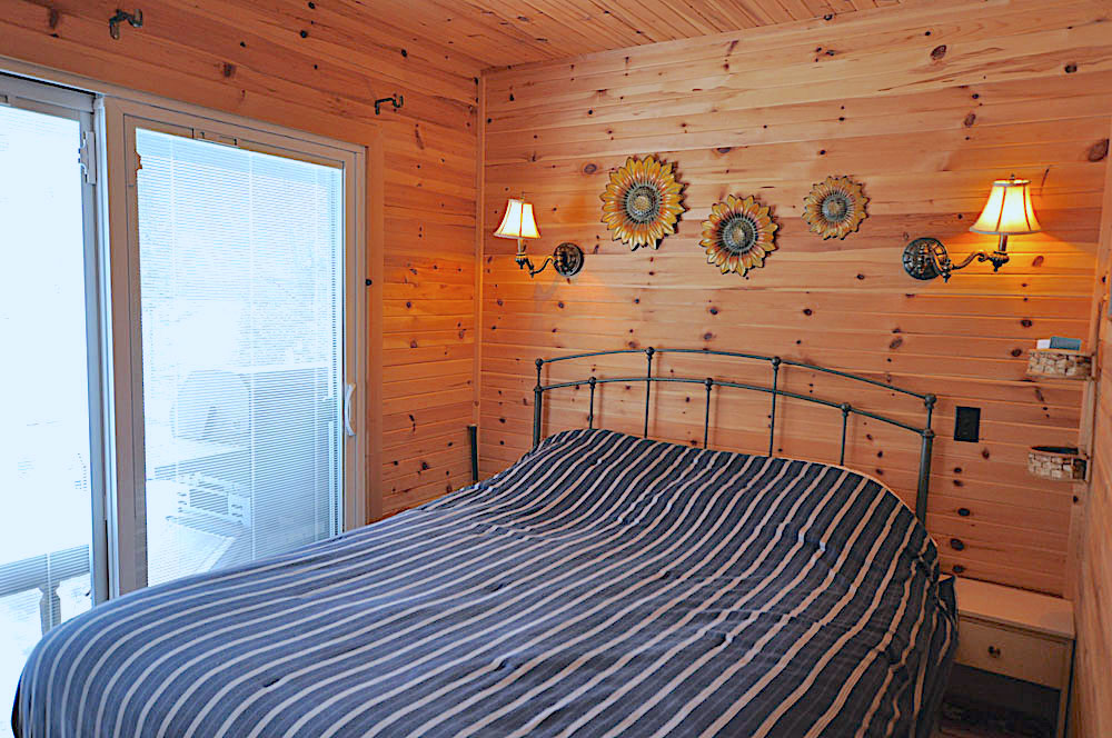 Blue Hawk Lake Blue Bell - Haliburton Cottage - Bedroom-1 with Double