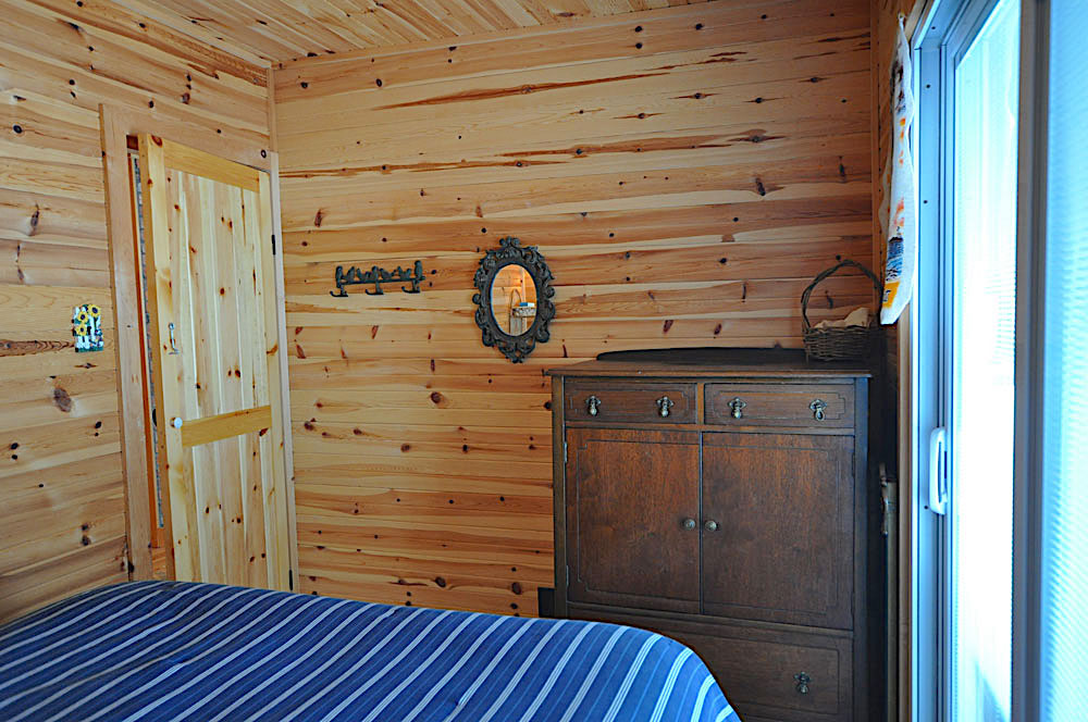 Blue Hawk Lake Blue Bell - Haliburton Cottage - Bedroom-1-Double