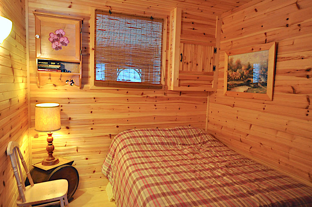 Blue Hawk Lake Blue Bell - Haliburton Cottage - Bedroom-3-Double