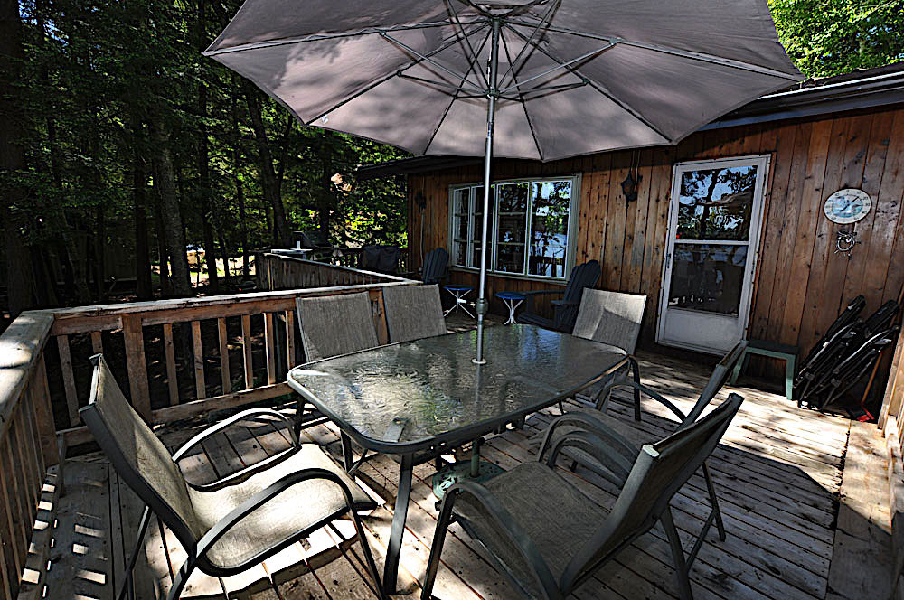4-Kennisis-Lake-Pine-Point-Bay---Dining-Deck-view-to-the-main-door