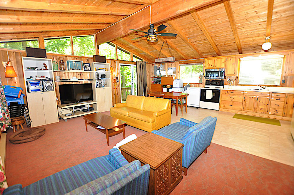 7-Kennisis-Lake-Pine-Point-Bay---Living-room-and-kitchen