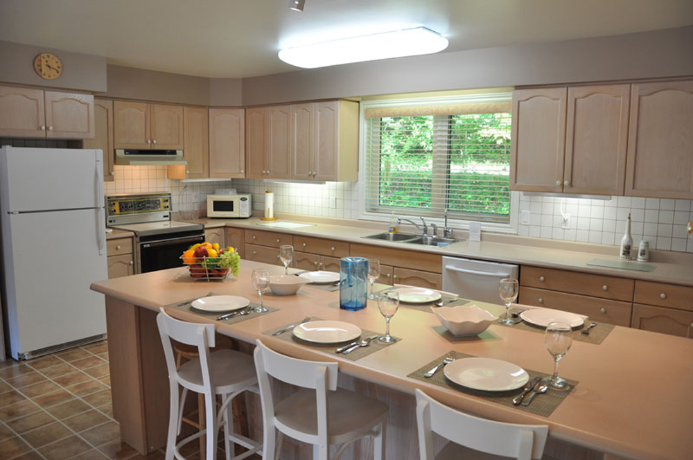 Haliburton Cottage - Soyers Lake Serenity - Kitchen Dining Island