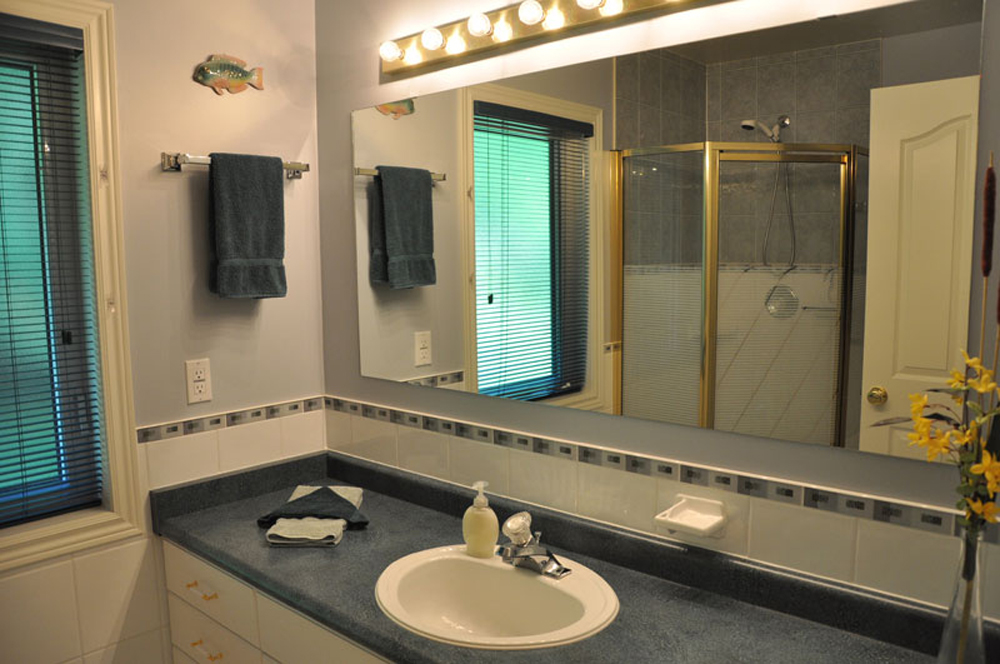 Haliburton Cottage - Soyers Lake Serenity - 3pc Bathroom with Shower stall