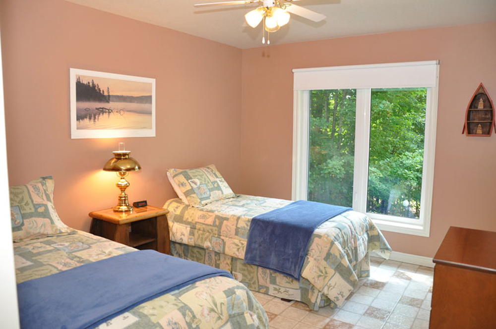 Haliburton Cottage - Soyers Lake Serenity - Bedroom 3 two twins