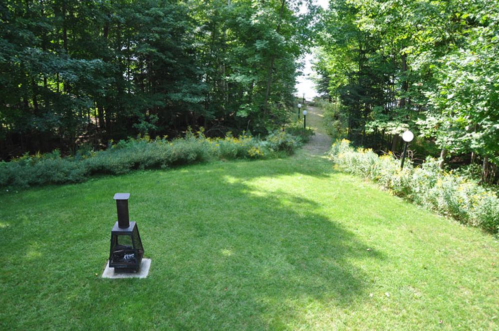 Haliburton Cottage - Soyers Lake Serenity - Firepit and lawn