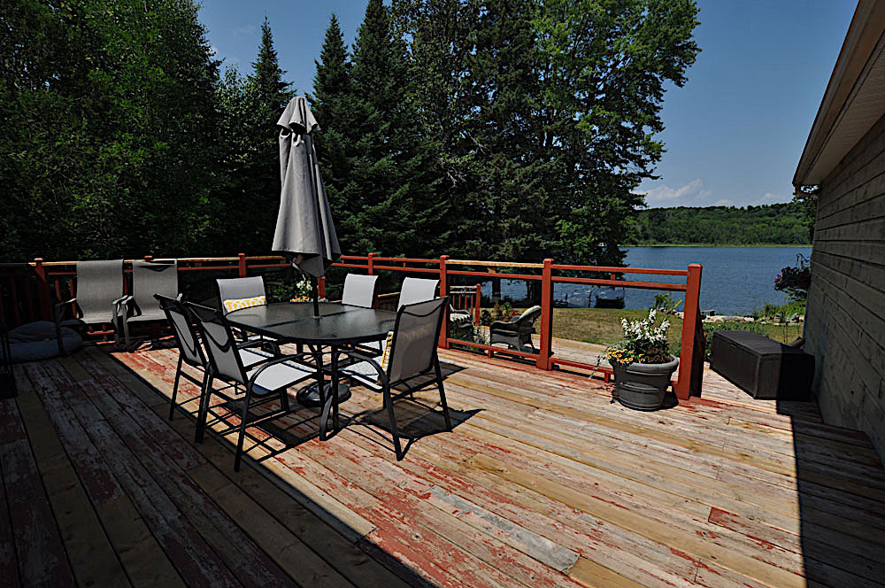 8 Deck-overlooking-the-lake