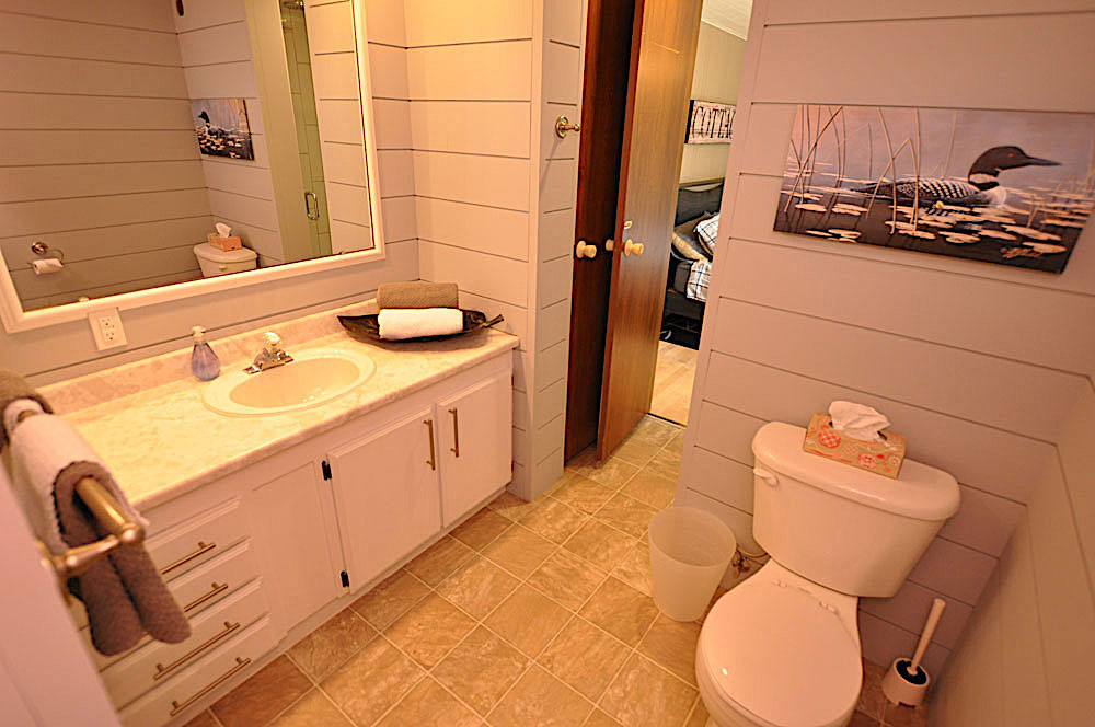 20 aBathroom-2-ensuite-to-bedroom-2-and-access-from-the-hallway