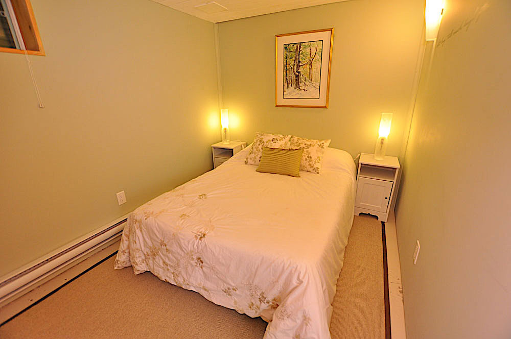 22 Bedroom-3-lower-level-Double-bed