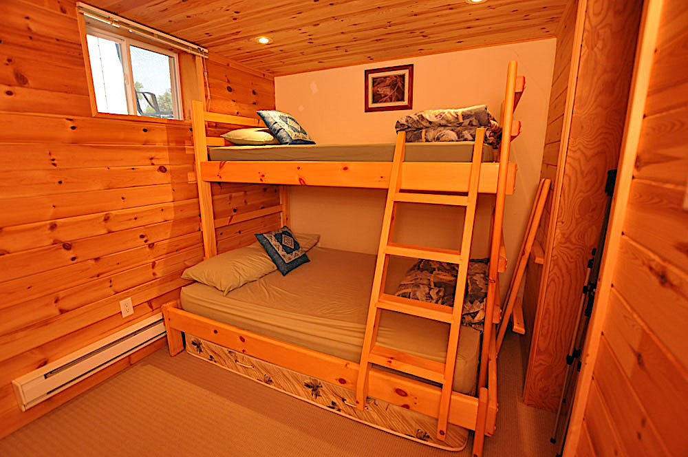 24 Bedroom-5-lower-level-Double-bottom-single-top-bunk
