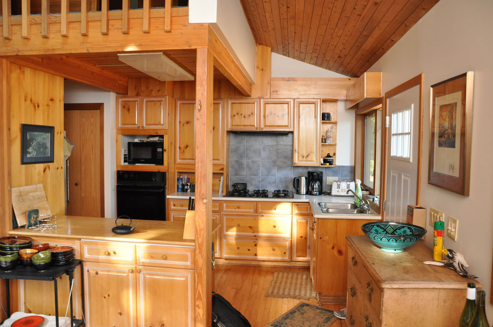 Haliburton Cottage - Kawagama Lake - Driftwood Bay - Kitchen