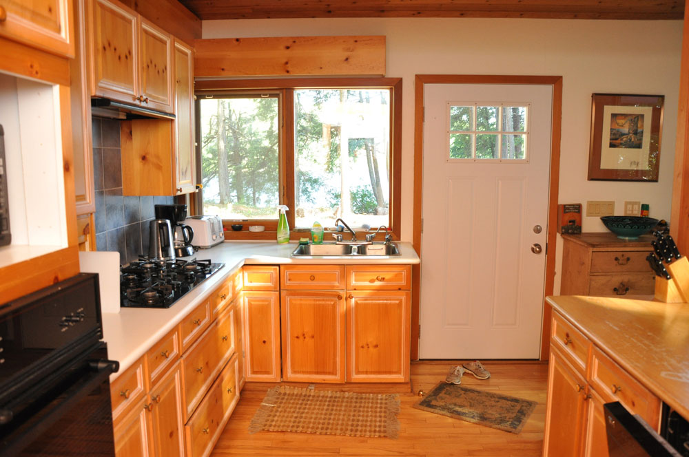 Haliburton Cottage - Kawagama Lake - Driftwood Bay - Kitchen view 2