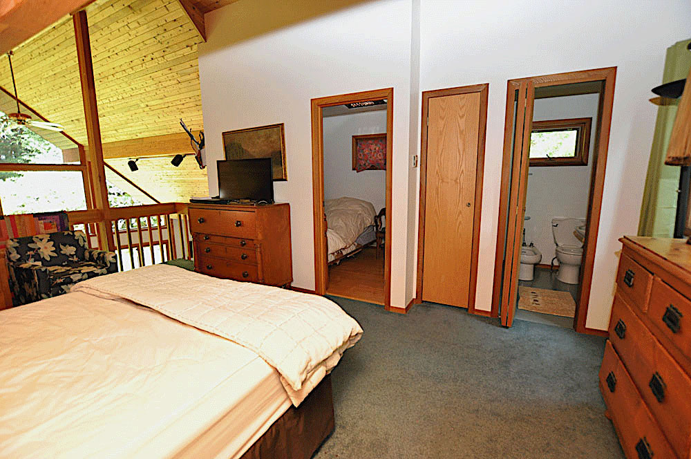 1Haliburton Cottage - Kawagama Lake - Driftwood Bay - Master-bedroom-with-ensuite-and-childs-room
