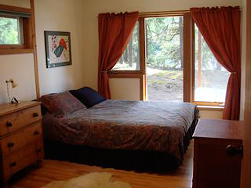 Haliburton Cottage - Kawagama Lake - Driftwood Bay - Bedroom 3 Queen