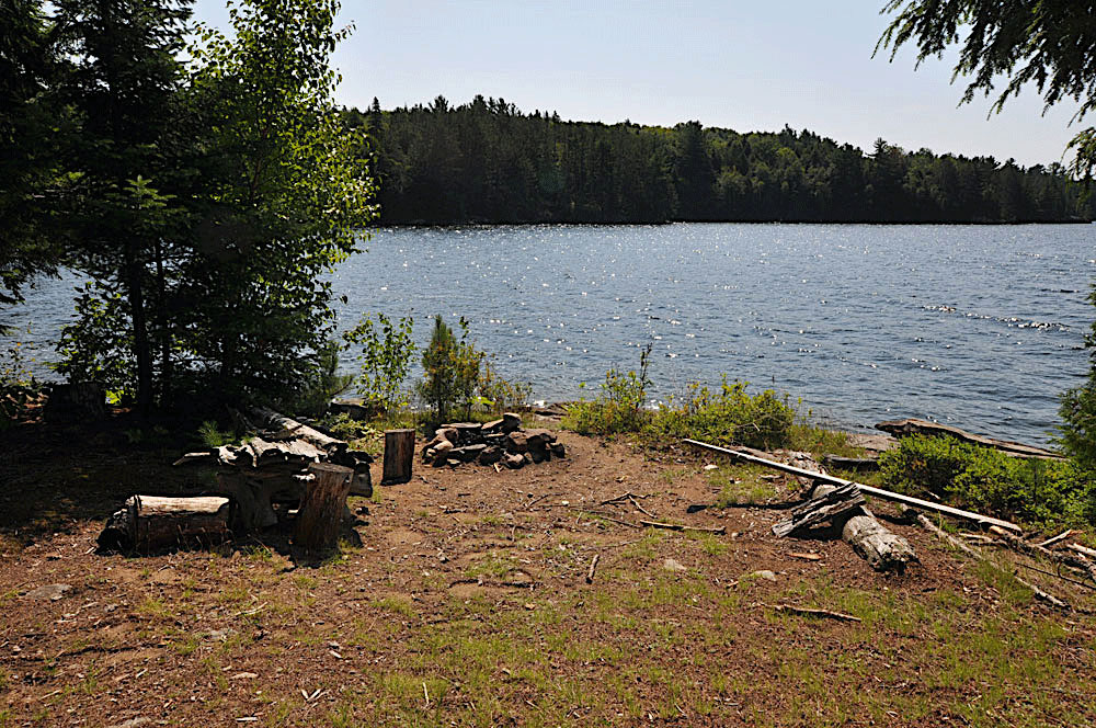 Haliburton Cottage - Kawagama Lake - Driftwood Bay - Lakeside-campfire