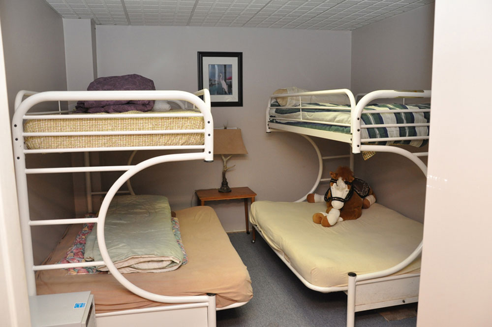 16-Bedroom 5 Bunks